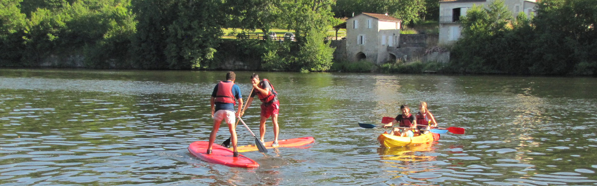 Location de canoes, kayaks et stand up paddles à Castelmoron sur Lot