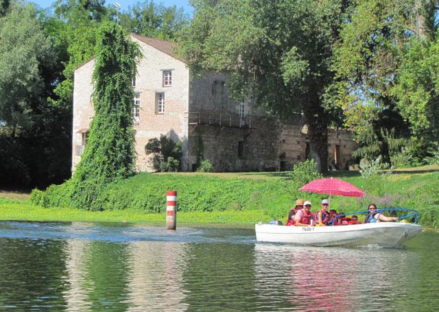 Promenade en barque sur le Lot