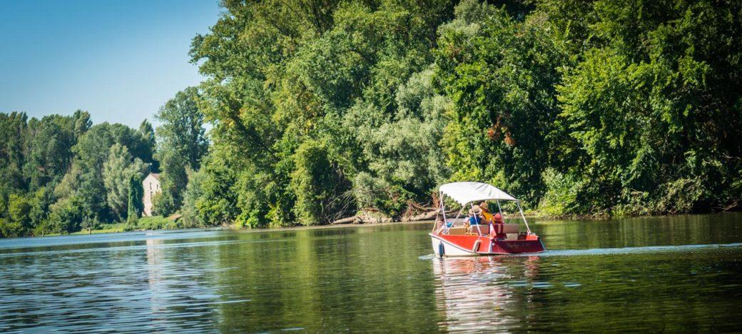 Louer une barque pour une promenade nautique sur le Lot